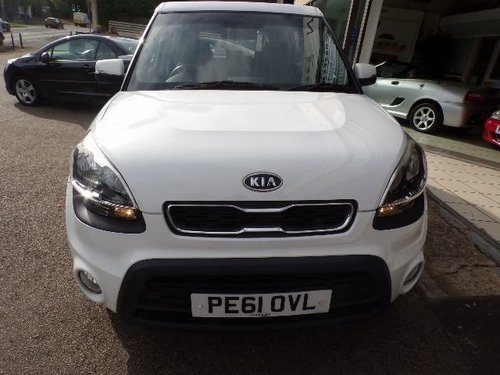 Kia Soul windscreen