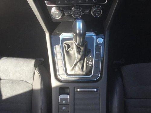 Volkswagen Passat Black