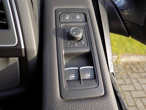 Volkswagen Caravelle windows