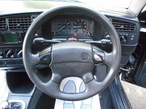 Volkswagen Golf speakers
