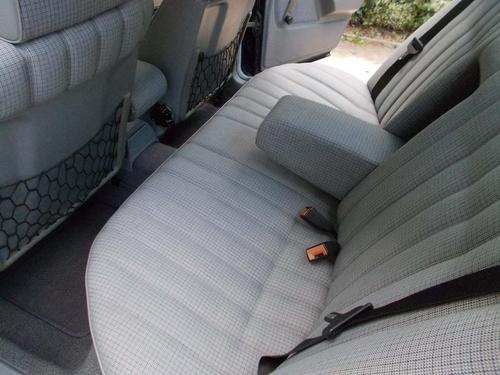 Mercedes-Benz 190 interior