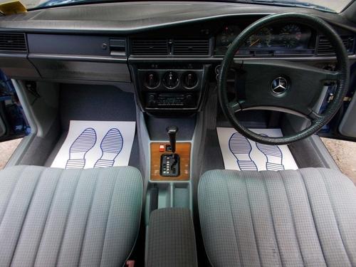 Mercedes-Benz 190 seat