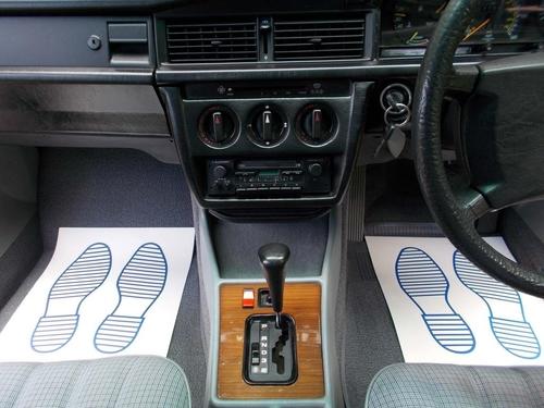 Mercedes-Benz 190 back