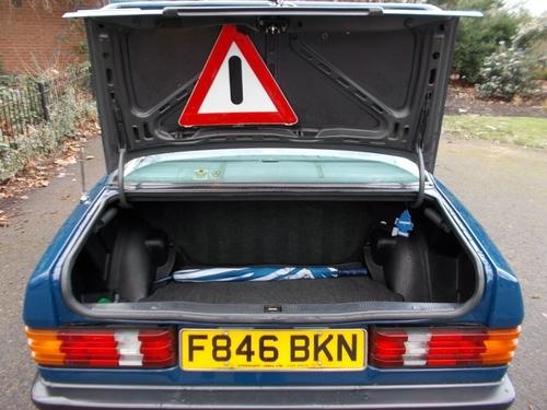 Mercedes-Benz 190 dashboard